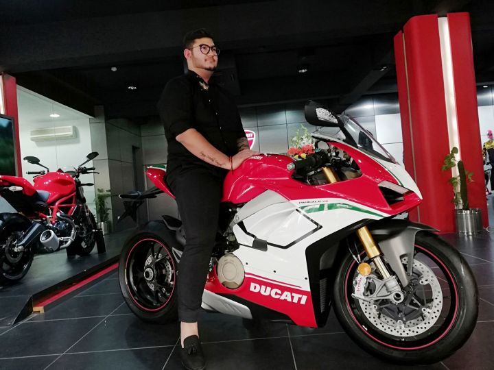 Ducati Panigale V4 Speciale Finds First Customer In India Zigwheels