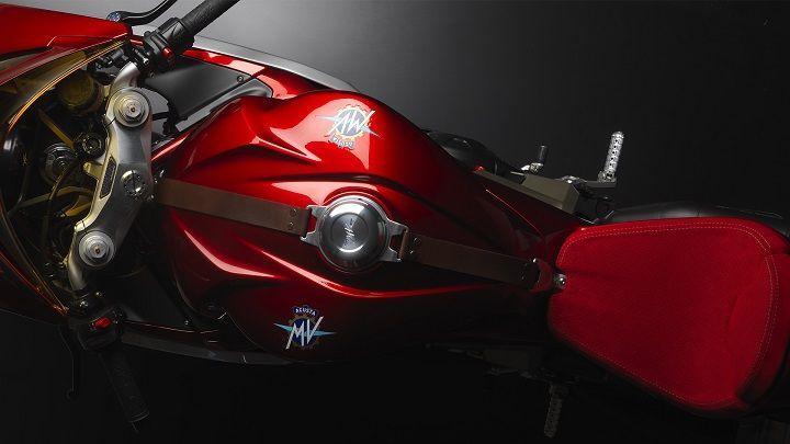 MV Agusta Superveloce 800 tank