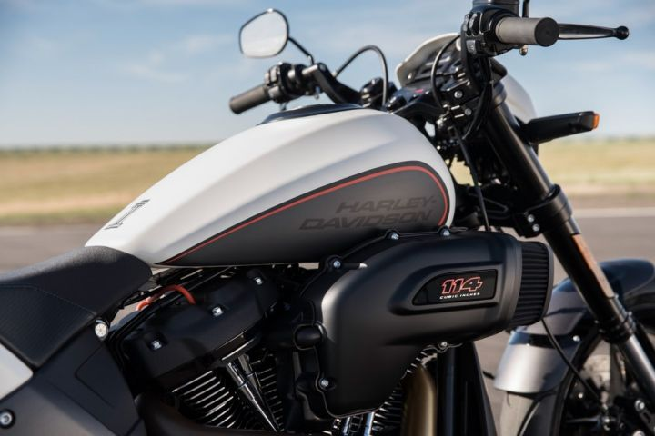 Harley Davidson Fxdr 114 India Launch Price Specs: 2019 Harley-Davidson FXDR 114 Vs Ducati XDiavel: Spec