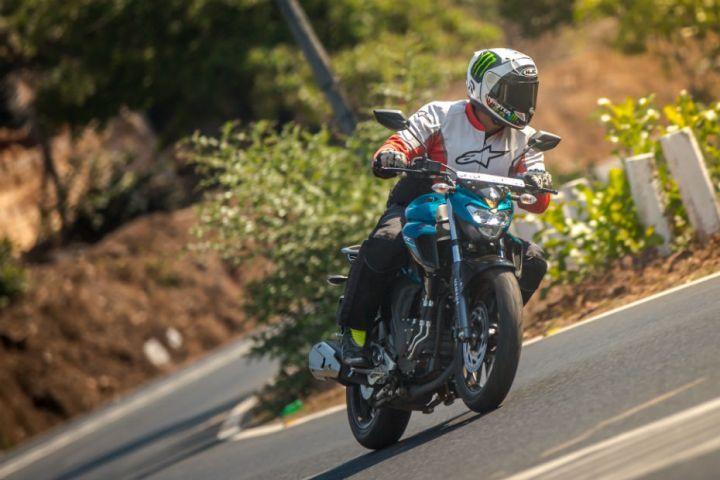Yamaha FZ25 action