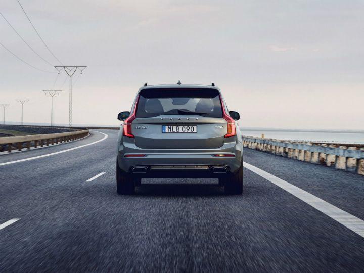 2020 Volvo XC70 Comeback News >> 2019 Volvo Xc90 Unveiled B Badge Adds F1 Style Kers Zigwheels