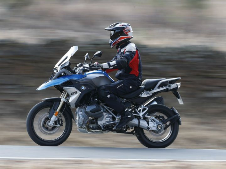 BMW R1250 GS side action