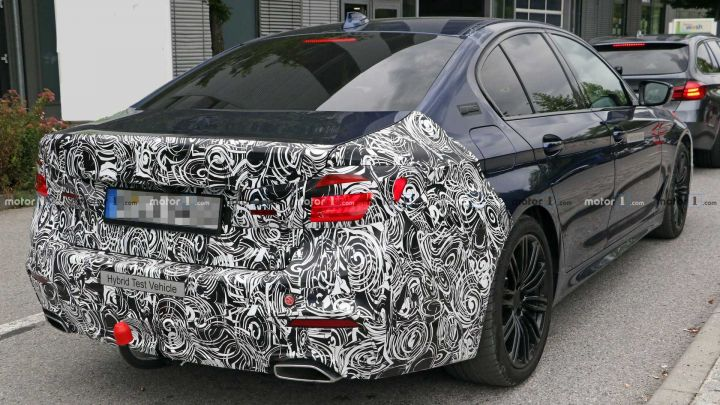 Upcoming Bmw 5 Series Facelift Spied Testing Zigwheels