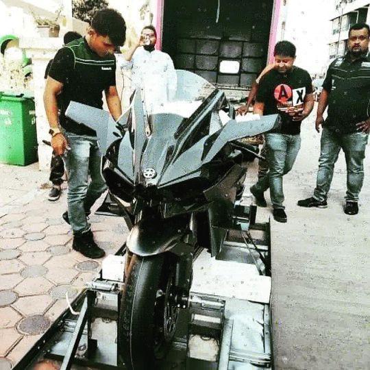 Indias Only 2019 Kawasaki Ninja H2r Has Been Delivered Zigwheels