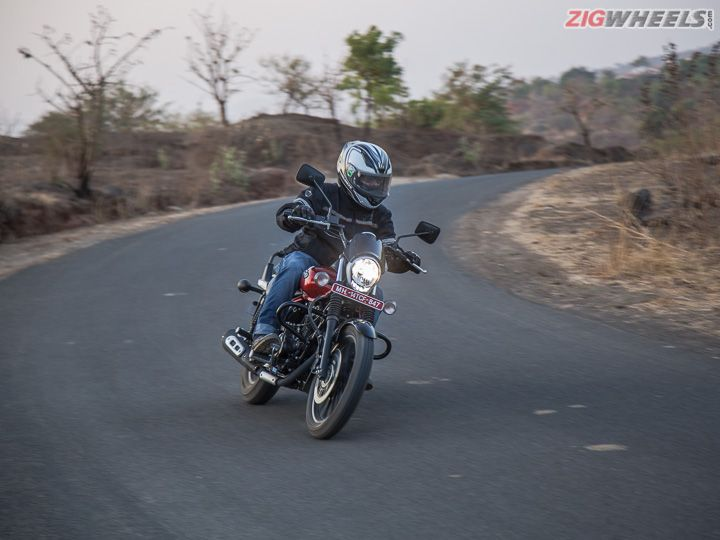 Avenger 160 review cornering shot