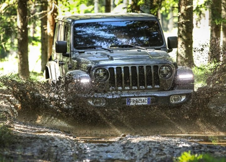 Mahindra Thar 2020 vs Jeep Wrangler: Off-Road Prowess Compared
