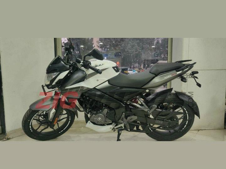 Exclusive: Bajaj Pulsar NS200 Spotted At Dealership