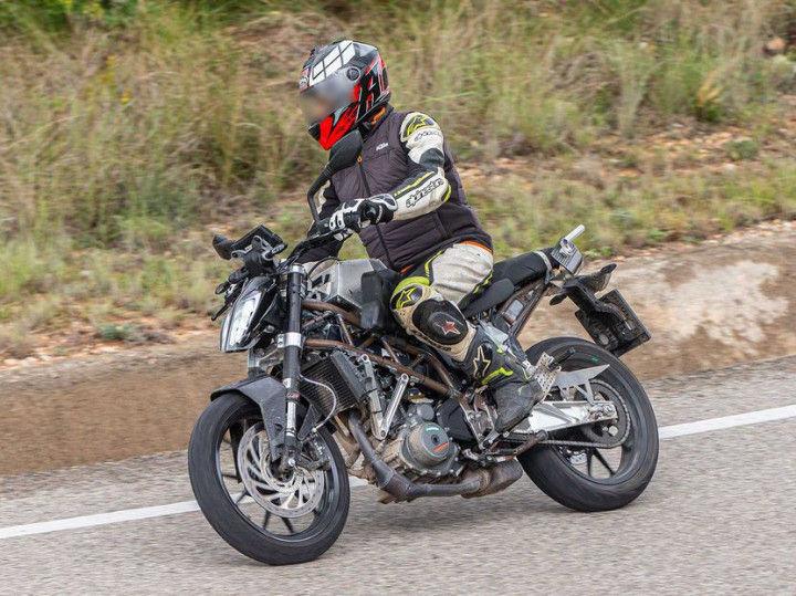 2020-KTM-390-Duke-Spotted