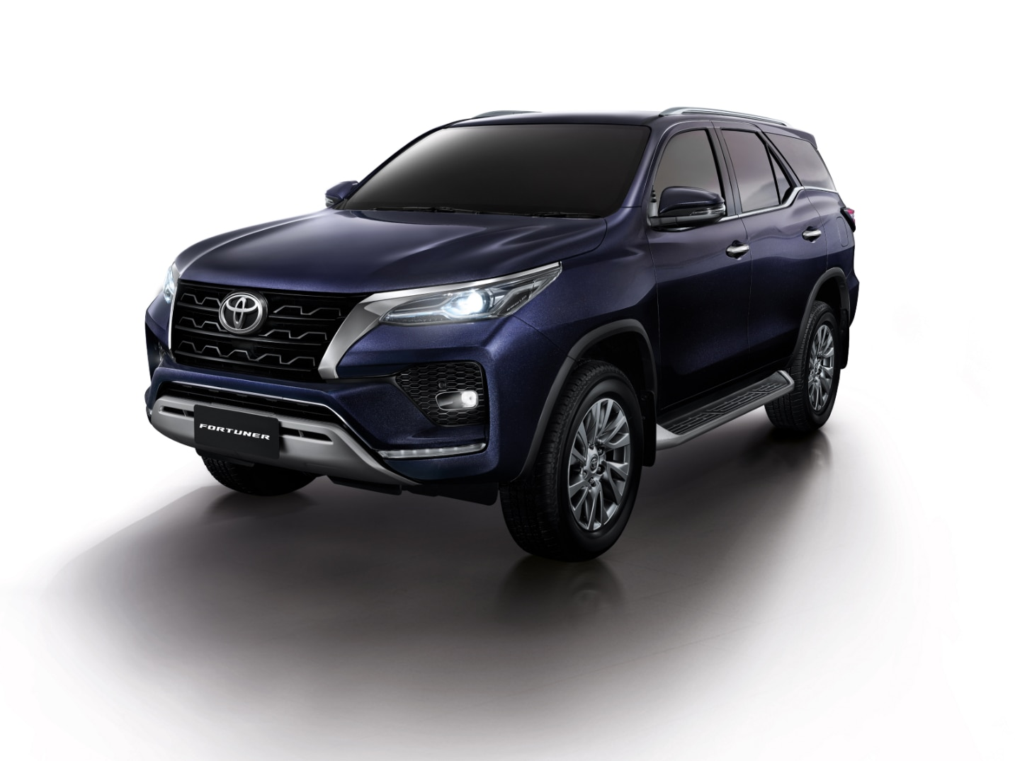 toyota fortuner facelift unveiled in thailand ford