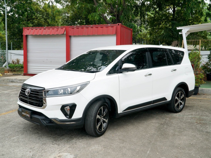 toyota innova crysta facelift revealed; india launch in