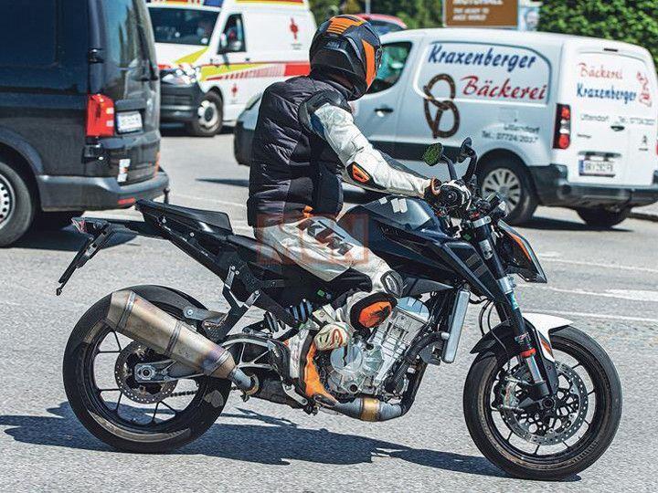 KTM 990 Duke Spotted Testing Overseas