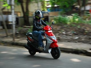 Honda Dio: Body Shot