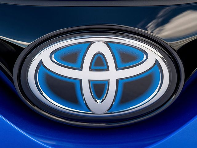 Toyota-C-HR-Branding