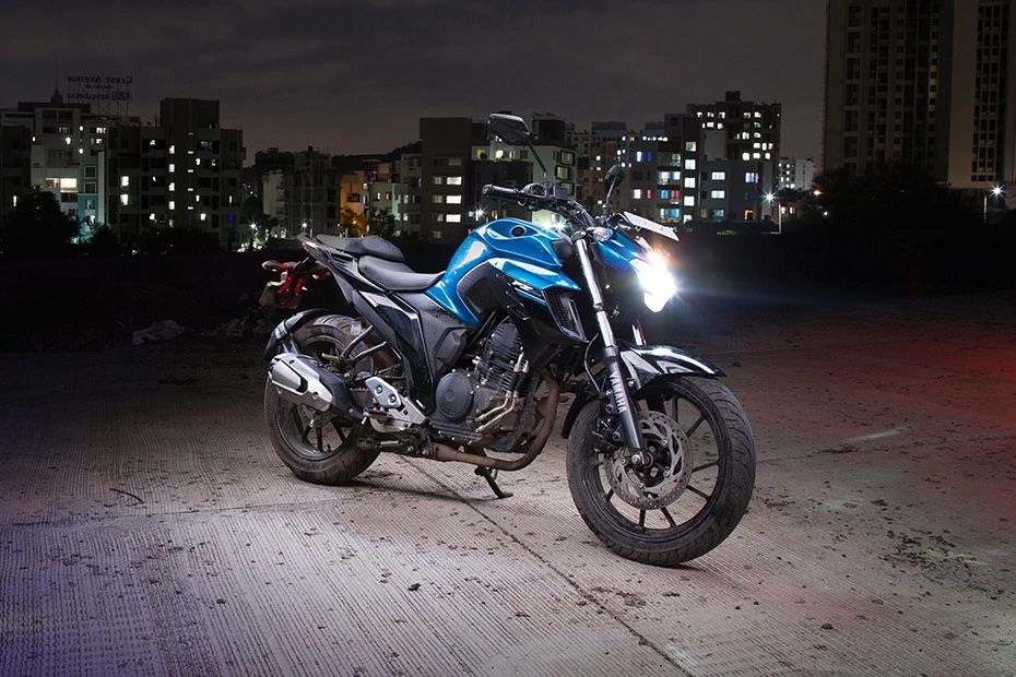 Front Right View of FZ 25