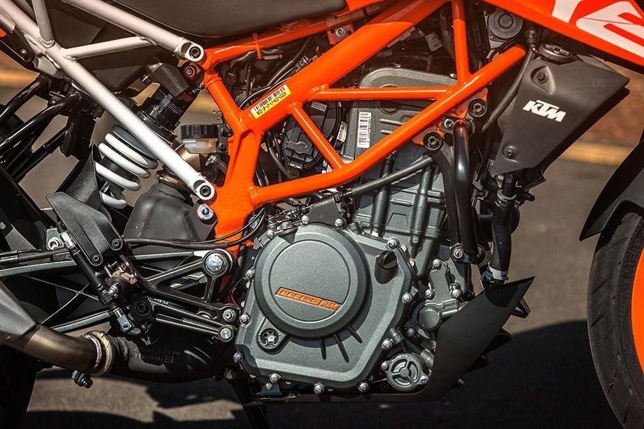 Engine of 390 Duke