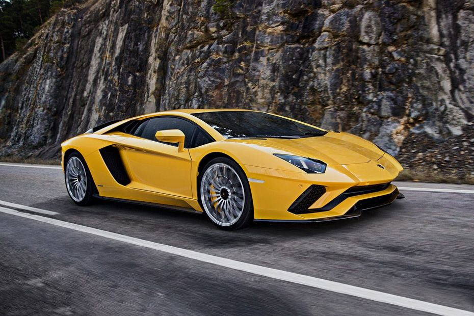 Front 1/4 left Image of Aventador