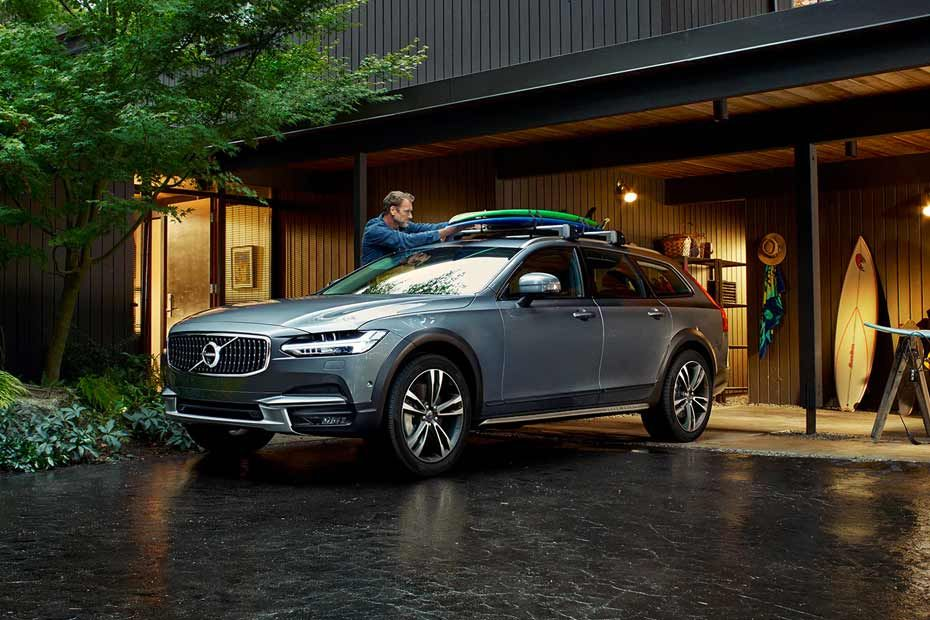Front 1/4 left Image of V90 Cross Country