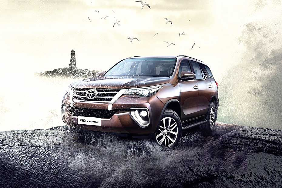 Front 1/4 left Image of Fortuner