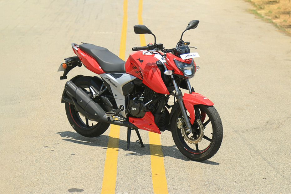 Front Right View of Apache RTR 160 4V