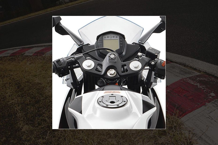 Handle Bar View of RC 200