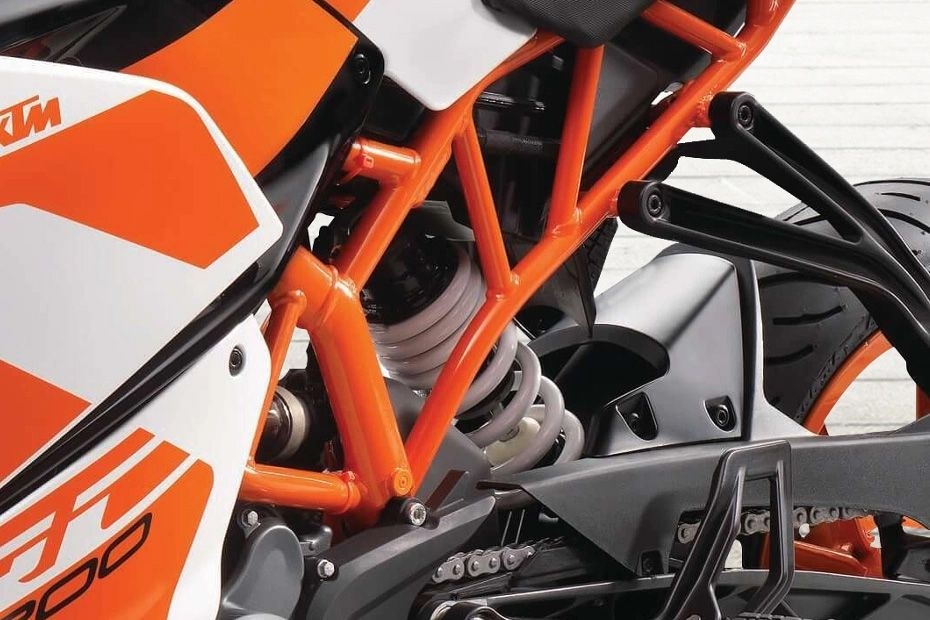 Rear Suspension View of RC 200