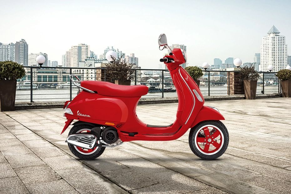 Right Side View of RED 125