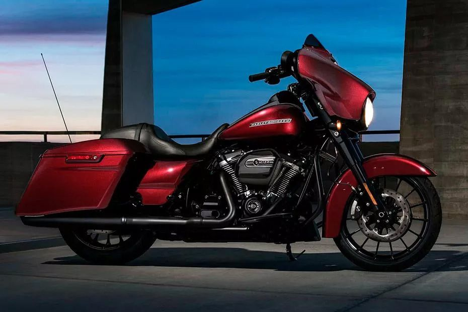 Right Side View of Street Glide Special