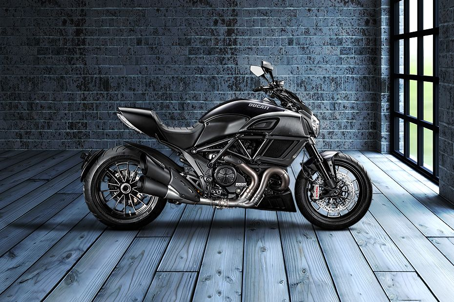 Right Side View of Diavel