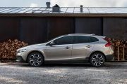 Side view Image of V40 Cross Country