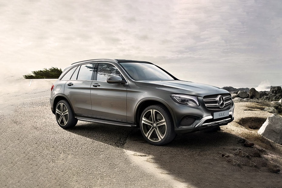 Front 1/4 left Image of GLC