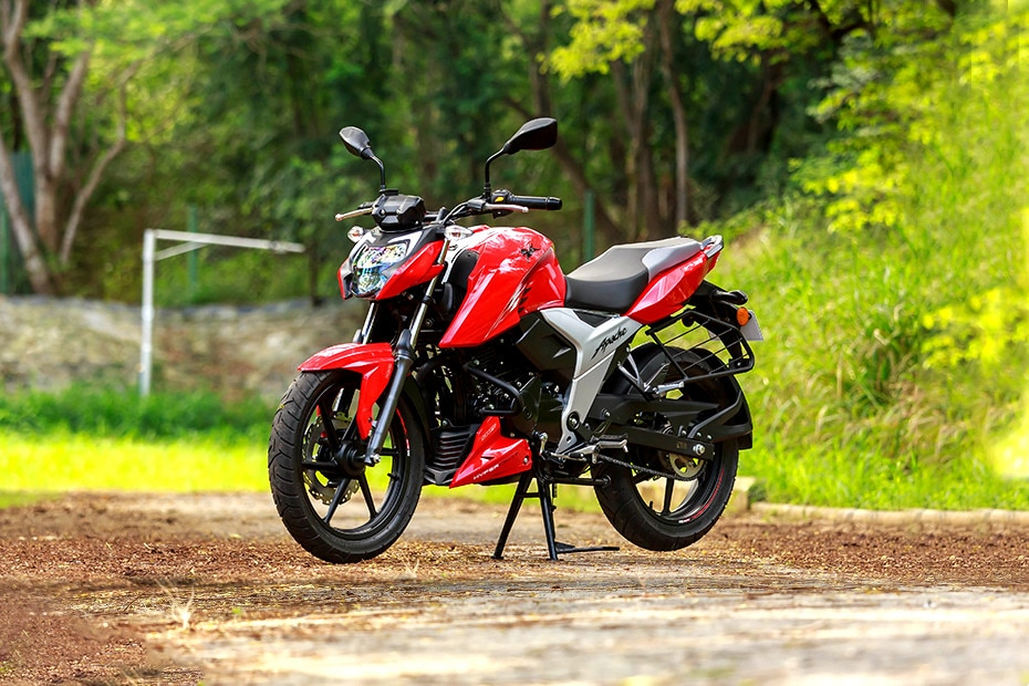 Right Side View of Apache RTR 160 4V
