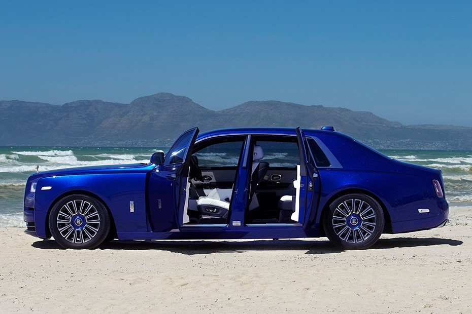 Side view Image of Rolls Royce Phantom