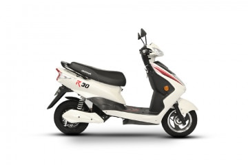 Photo of Okinawa R30 electric scooter STD