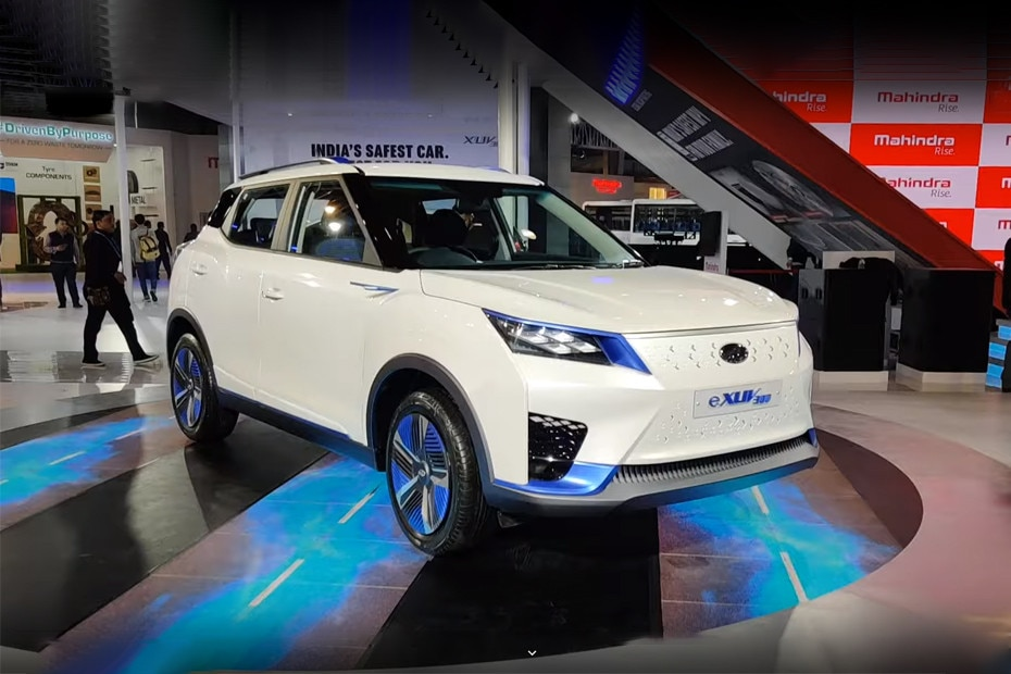 Front 1/4 left Image of XUV300 Electric