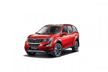 Photo of Mahindra XUV500 W7