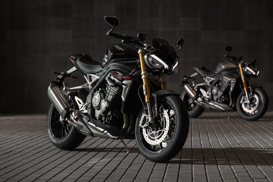 Right Side View of Speed Triple 1200