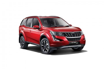 Mahindra XUV500 W11 Option AT offers