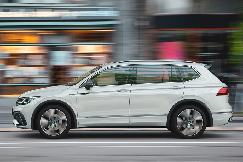 Side view Image of Tiguan Allspace 2022