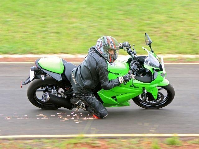 Kawasaki Ninja 250R @ ZigWheels