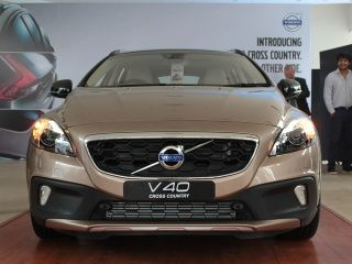 volvo v40 cross country price (check diwali offers), images
