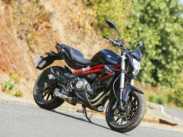 DSK Benelli TNT 300 Price (Check May Offers), Images