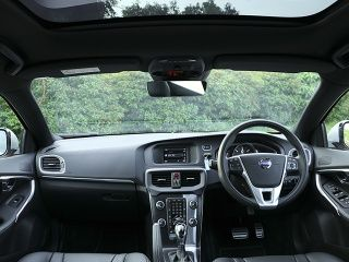 Volvo V40 Price (Check July Offers), Images, Mileage, Specs ...