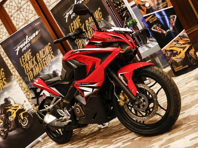 Bajaj pulsar rs200 images pulsar rs200 pictures photos gallery and bajaj pulsar rs200 india launch photo gallery voltagebd Images