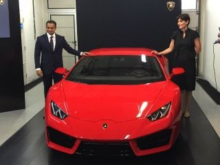 arnab goswami and the lamborghini huracan what really happened zigwheels. Black Bedroom Furniture Sets. Home Design Ideas