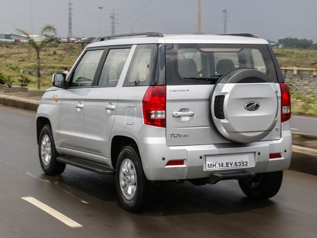 Mahindra TUV300 rear tracking