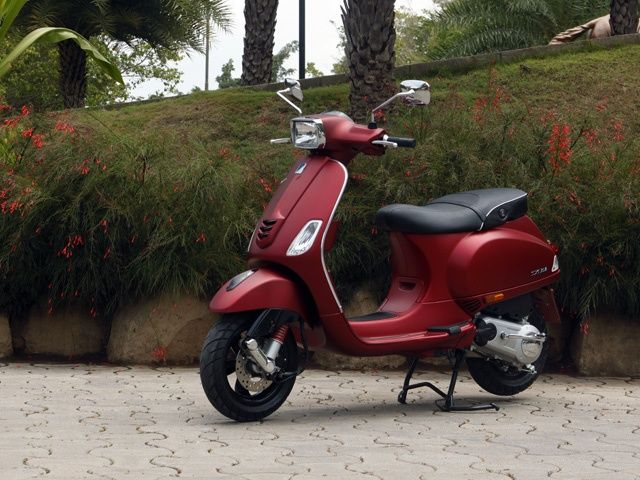 vespa sxl and vxl scooters launched in india - zigwheels