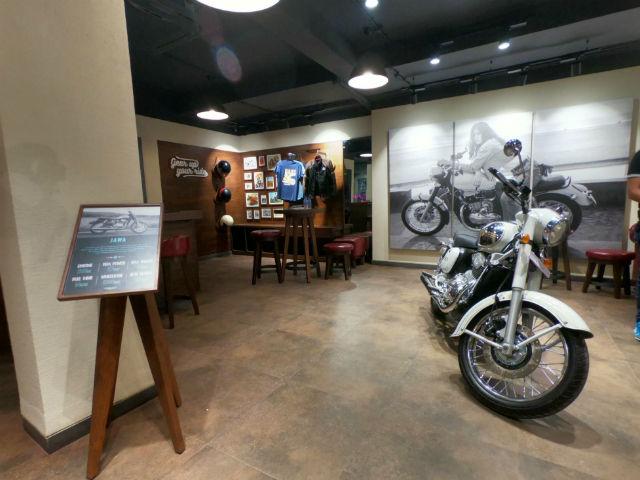 Jawa India Opens First Bike Showroom In Pune Zigwheels